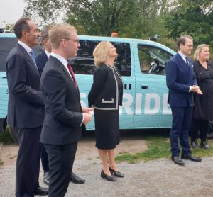 The inauguration of a new Keolis project trialling 5G electric autonomous vehicles