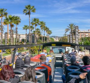 5G augmented reality bus tour trialled in Barcelona